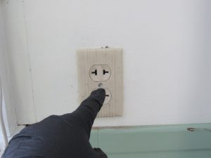 un-grounded outlet